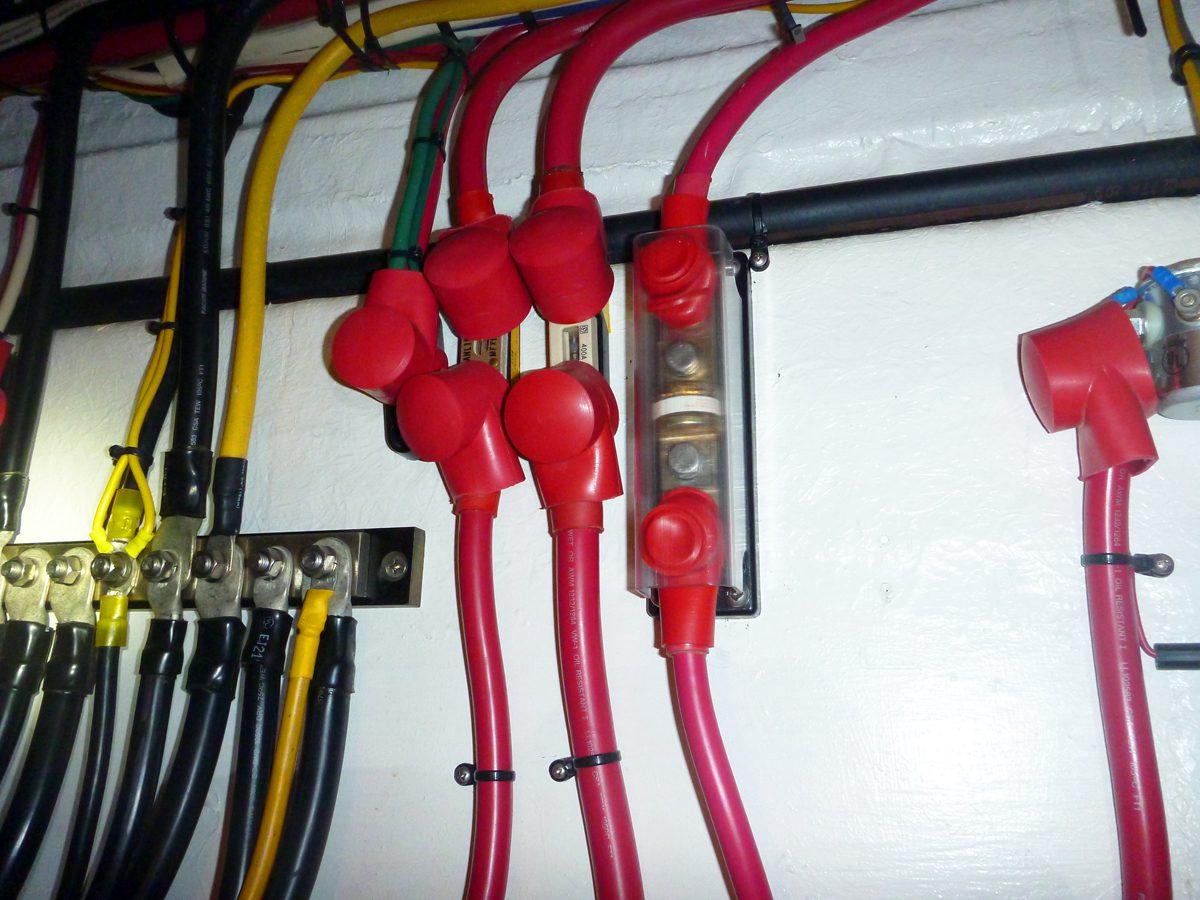 Schema Elettrico Barca : Corrente elettrica in barca usi e abusi magellanostore